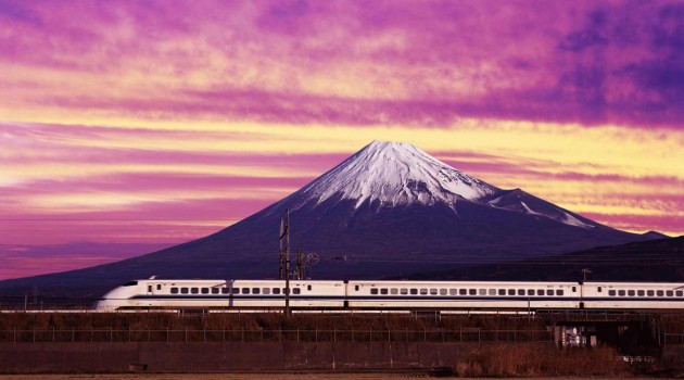 shinkansen_bullet_train_and_mount_fuji_japan-wallpaper-1920x1200